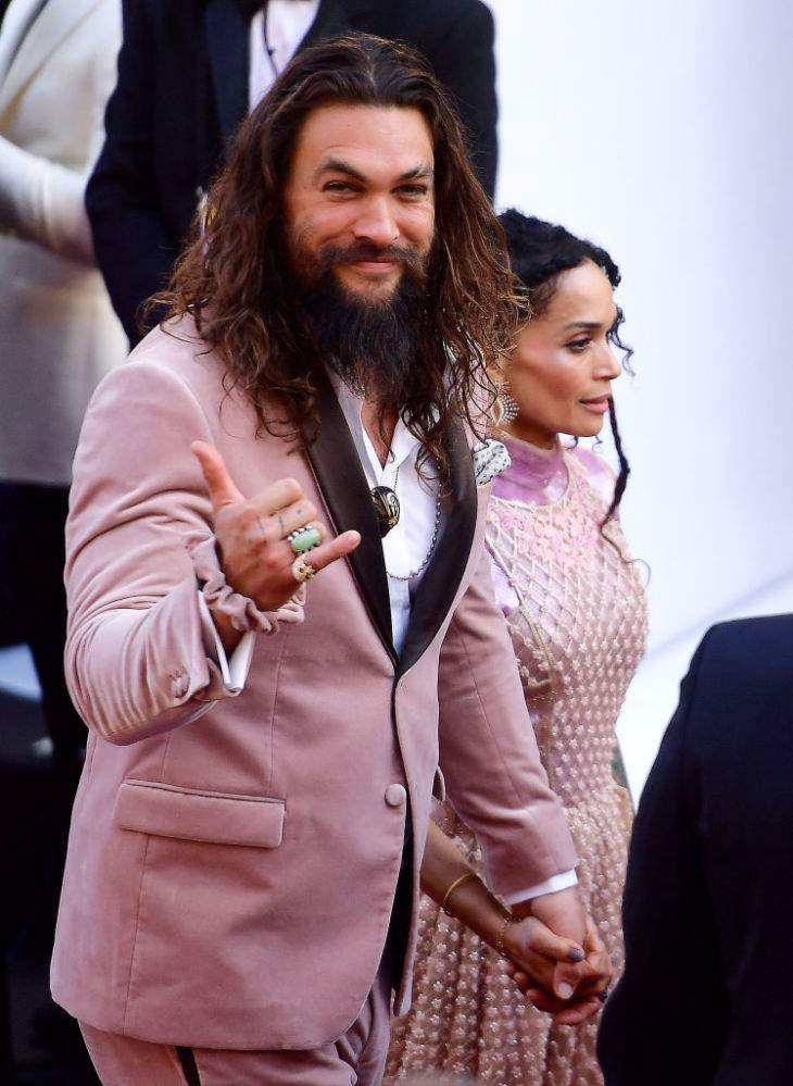 Jason Momoa Assures His Fans That His Wife Lisa Bonet Approves Of His New Style – Man Bun And ScrunchieJason Momoa Assures His Fans That His Wife Lisa Bonet Approves Of His New Style – Man Bun And ScrunchieJason Momoa Assures His Fans That His Wife Lisa Bonet Approves Of His New Style – Man Bun And ScrunchieJason Momoa Assures His Fans That His Wife Lisa Bonet Approves Of His New Style – Man Bun And Scrunchie