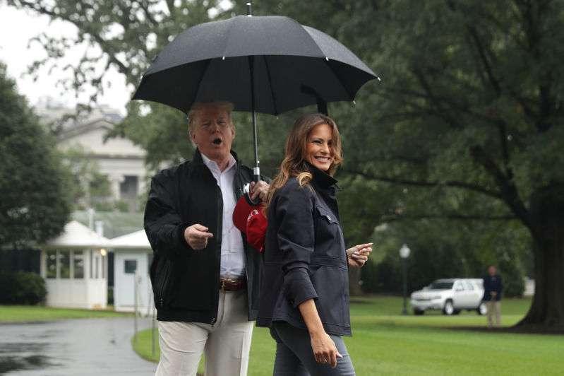"""Melania Trump aurait épousé Donald parce qu'elle avait besoin d'une """"figure paternelle"""" et de sentir protégée"""