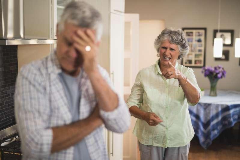 Сильный стресс сокращает продолжительность жизни тех, кто ухаживает за родными с деменцией. Как этого избежать?