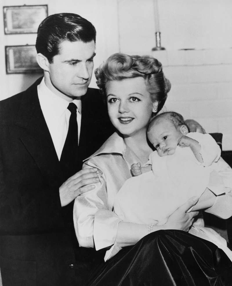 Angela Lansbury Is A Proud And Happy Grandma Of 3. Do Her Grandkids Look Anything Like Her?Angela Lansbury Is A Proud And Happy Grandma Of 3. Do Her Grandkids Look Anything Like Her?Angela Lansbury Is A Proud And Happy Grandma Of 3. Do Her Grandkids Look Anything Like Her?