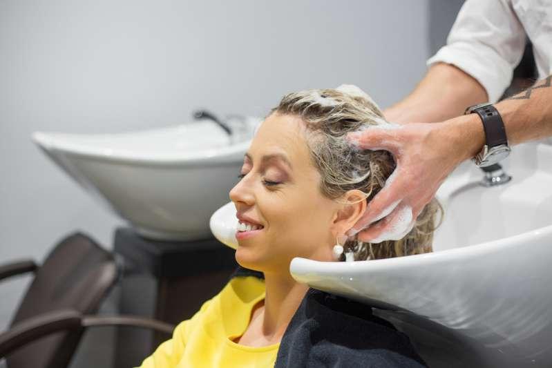 Выпадают волосы? Массаж для стимуляции их роста может помочь решить проблемуВыпадают волосы? Массаж для стимуляции их роста может помочь решить проблему