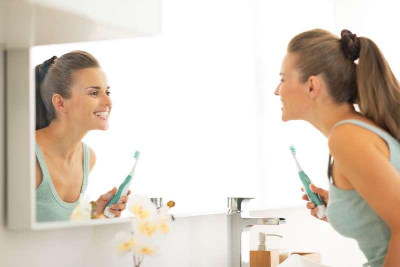 Schützen Sie Ihre weßen Zähne: So verhindern Sie Karies von zu Hause aus