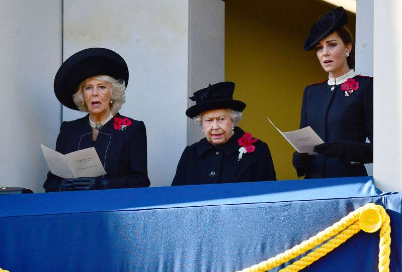 Royal Snubbing? Meghan Markle Didn't Stand On The Same Balcony With The Royal Family On Remembrance Day, But Why?Royal Snubbing? Meghan Markle Didn't Stand On The Same Balcony With The Royal Family On Remembrance Day, But Why?