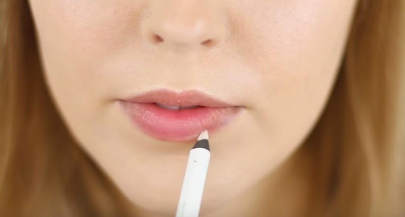 Podrías tener labios carnosos y provocativos con este truco secreto de los maquillistas profesionales