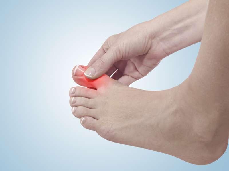 Einfache Übungen, die bei der Behandlung und Linderung von Fußschmerzen und Ballenzehen helfen können