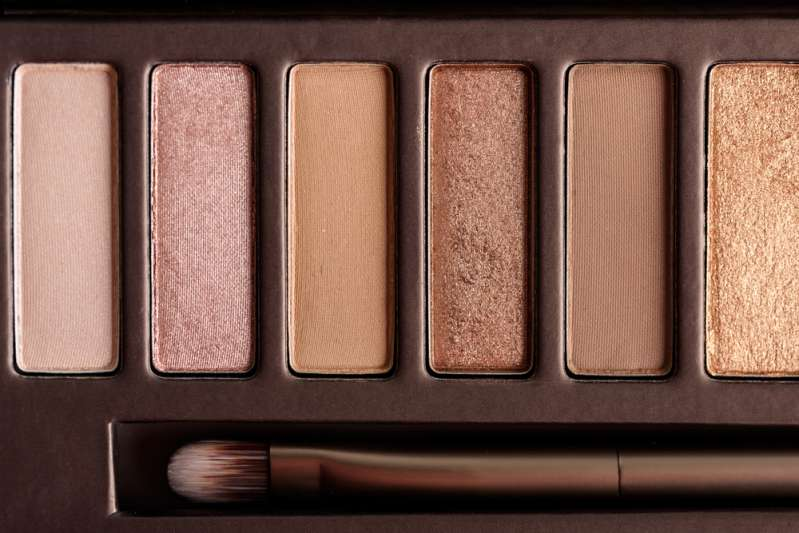 Eliminating Extra Years: 5 Golden Rules Of Anti-Aging Make-Upcolorful eye shadow palette makeup products