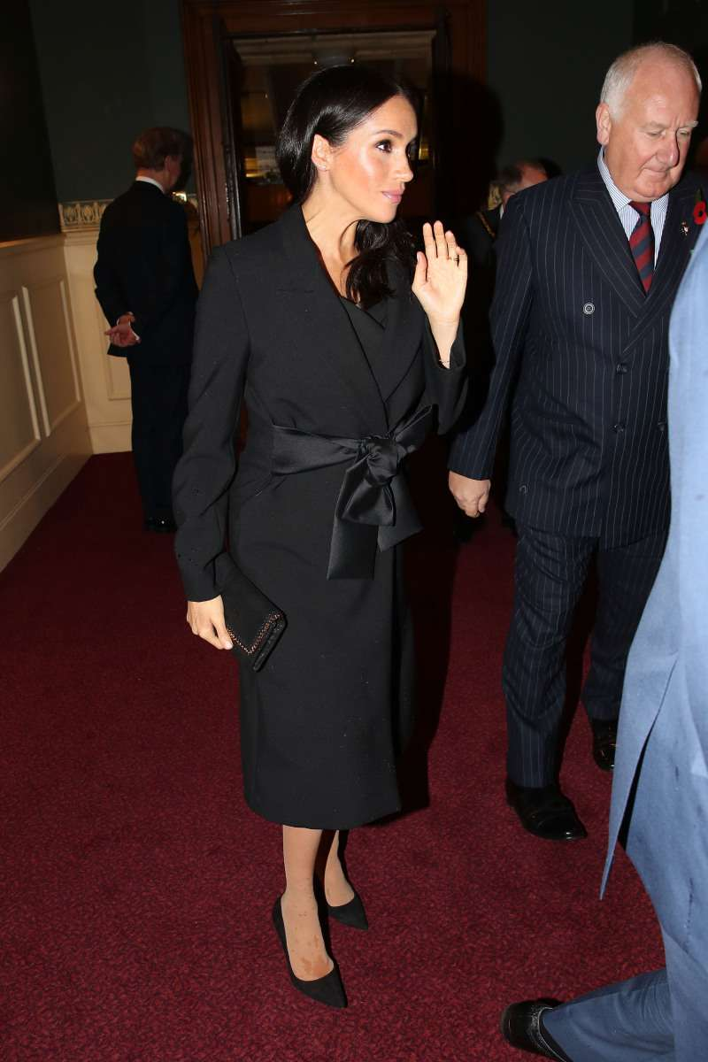 """What's All Over Her Foot?"": Social Media Goes Into Frenzy Over A Mysterious Spot On Meghan's Stocking""What's All Over Her Foot?"": Social Media Goes Into Frenzy Over A Mysterious Spot On Meghan's Stocking"