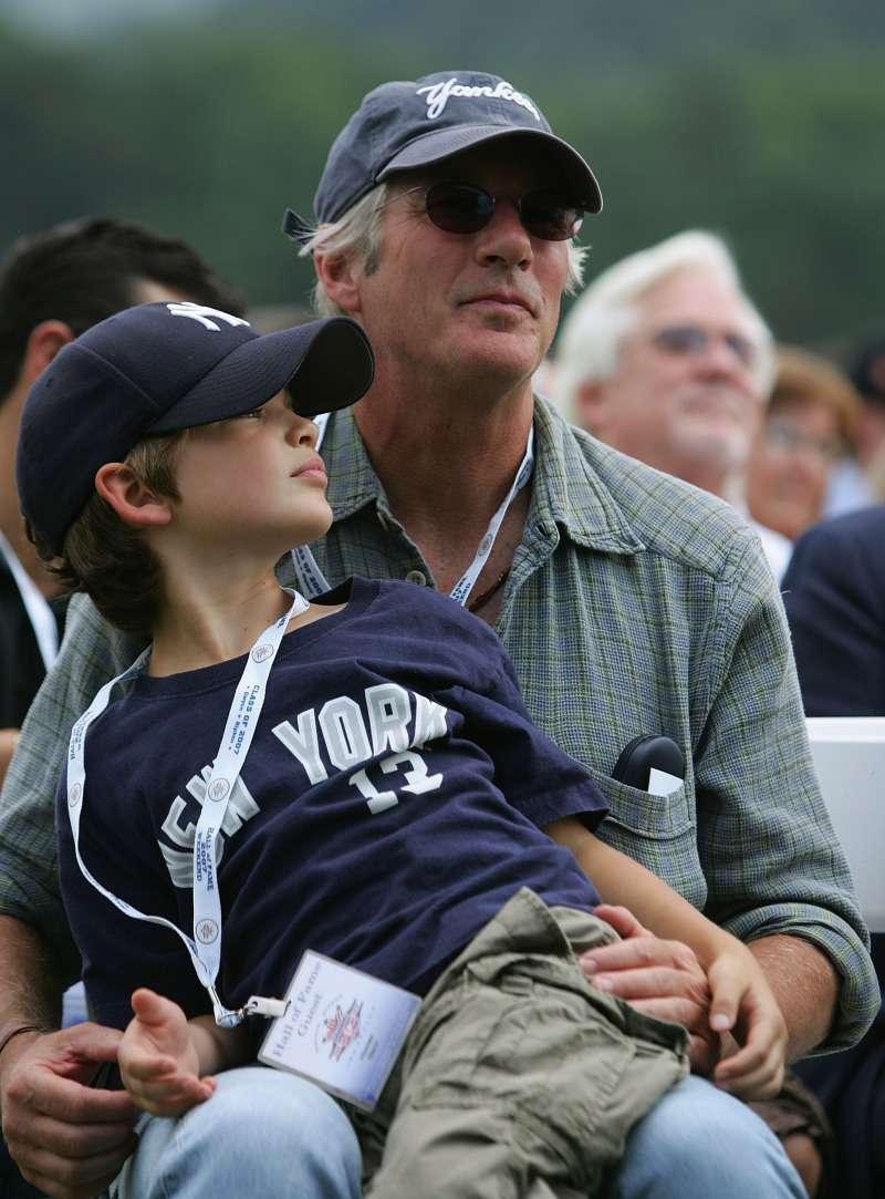 Le fils de Richard Gere, 18 ans, a hérité du superbe regard de son célèbre père