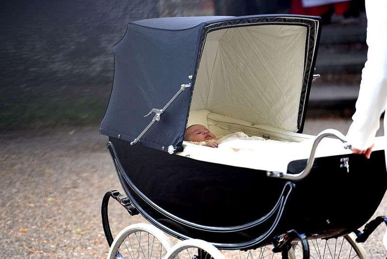 Mais um protocolo quebrado! Meghan Markle rompe tradição centenária com a escolha do seu carrinho de bebê