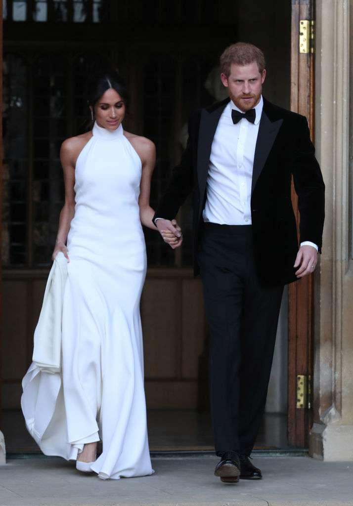 Pour le plaisir des yeux, comparons la robe de réception de la princesse Eugénie à celles de Kate et de Meghanreception