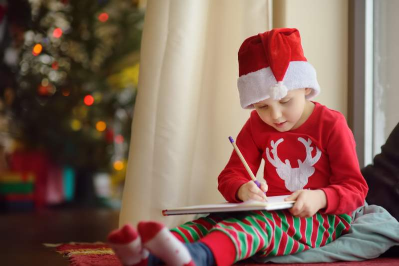 """I Still Cry Every Day, But I Don't Tell Anyone"": A Grieving Boy Writes A Letter To His Late Mom On Christmas""I Still Cry Every Day, But I Don't Tell Anyone"": A Grieving Boy Writes A Letter To His Late Mom On Christmas""I Still Cry Every Day, But I Don't Tell Anyone"": A Grieving Boy Writes A Letter To His Late Mom On Christmas""I Still Cry Every Day, But I Don't Tell Anyone"": A Grieving Boy Writes A Letter To His Late Mom On Christmas"