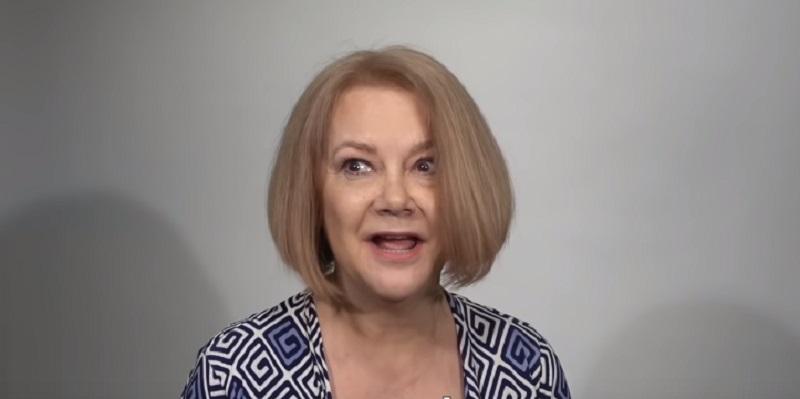 Die Macht eines Friseurs! Dunkelhaarige Frau sieht dank richtig gewählter Farbe zehn Jahre jünger ausmakeover guy, alison makeover guy, hair transformation
