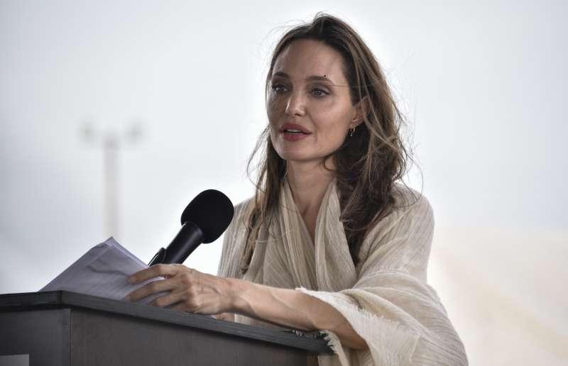 पफी आँखें और चरम पीलापन! वेनेजुएला में एक भाषण के दौरान एंजेलिना जोली ने अपने प्रशंसकों की चिंता की