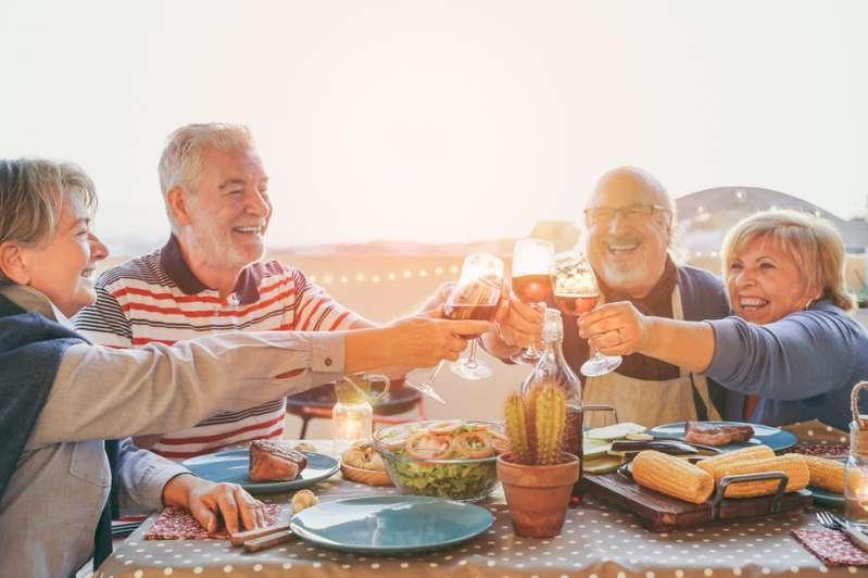 L'âge n'est pas un obstacle ! Comment perdre efficacement du poids après 50 ans ?L'âge n'est pas un obstacle ! Comment perdre efficacement du poids après 50 ans ?L'âge n'est pas un obstacle ! Comment perdre efficacement du poids après 50 ans ?L'âge n'est pas un obstacle ! Comment perdre efficacement du poids après 50 ans ?Mature people are enjoying retirement together with their friends