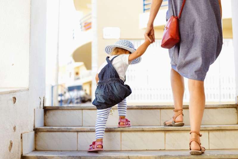 Мужчина должен любить свою жену так, как он хочет, чтобы любили его дочь. И тогда доченька будет счастлива!Мужчина должен любить свою жену так, как он хочет, чтобы любили его дочь. И тогда доченька будет счастлива!Мужчина должен любить свою жену так, как он хочет, чтобы любили его дочь. И тогда доченька будет счастлива!mum and child