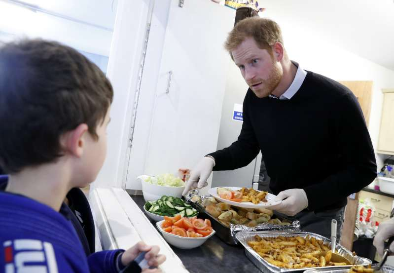 Prince Harry Serves Lunch To School Kids, While Meghan Is Throwing A Baby Shower Party In New YorkPrince Harry Serves Lunch To School Kids, While Meghan Is Throwing A Baby Shower Party In New YorkPrince Harry Serves Lunch To School Kids, While Meghan Is Throwing A Baby Shower Party In New York