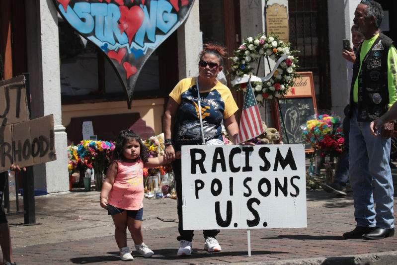 """""""Amor eterno"""" de Juan Gabriel se volvió el himno para despedir víctimas de la tragedia en El Paso""""Amor eterno"""" de Juan Gabriel se volvió el himno para despedir víctimas de la tragedia en El Paso"""