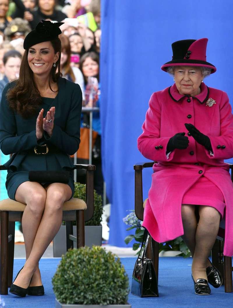 Ist Meghan raus aus dem inneren Kreis? Kate Middleton hat angefangen die Queen auf eine völlig neue Weise zu begrüßen