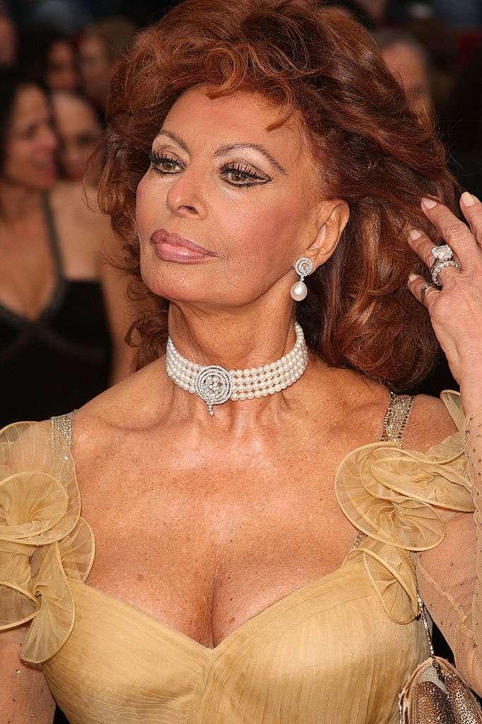 Le surprenant lien entre Sophia Loren et Mussolini : la sœur de la célèbre actrice a épousé le fils du dictateursophia loren yellow dress