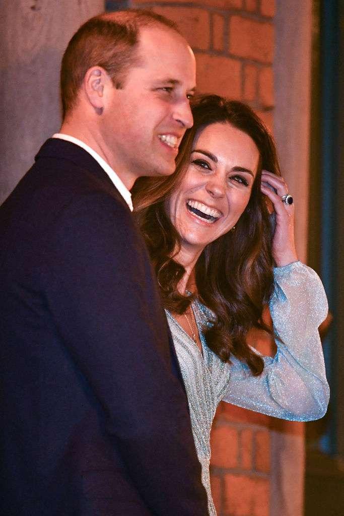 Wahre Liebe ist kein Mythos: Kate Middleton scheint während ihres Besuchs in der Empire Music Hall auch nach Jahren der Ehe ihren Ehemann nicht aus den Augen lassen zu können