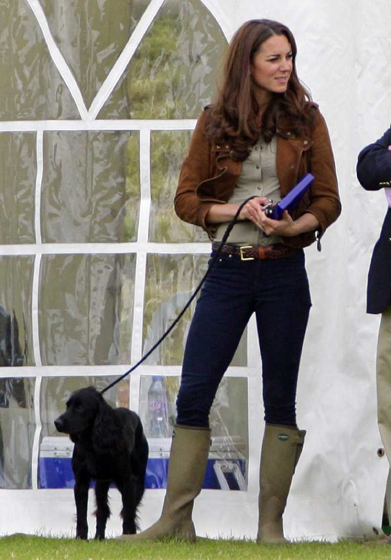 "La conmovedora historia de Lupo, el perro ""real"" de Kate Middleton y el príncipe WilliamLupo attend The Golden Metropolitan Polo Club Charity Cup polo match"