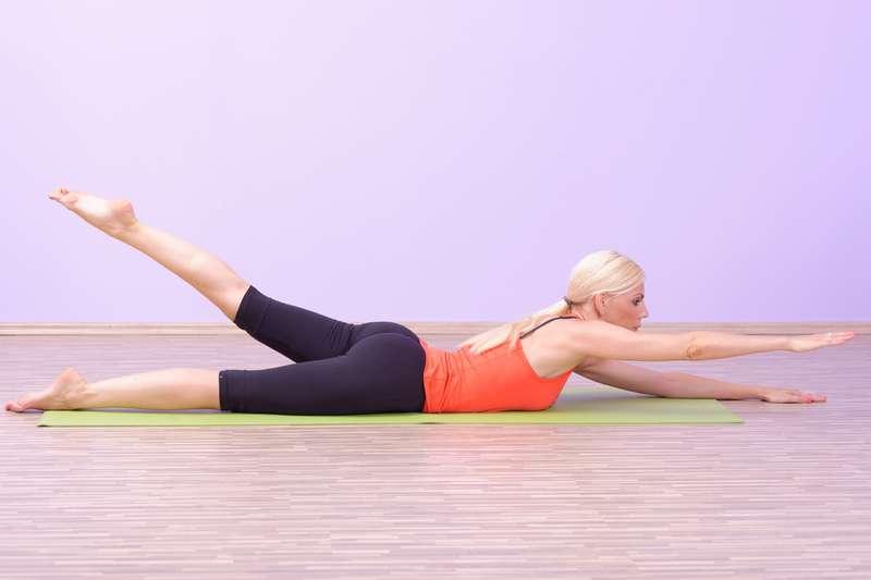 Dieci esercizi leggeri per mantenere la mobilit for Dolore schiena lato destro alto