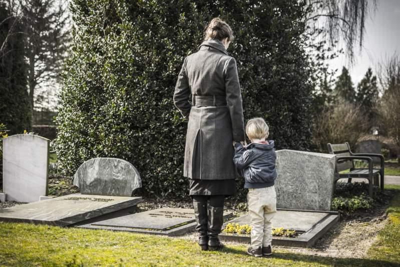 Estelle Lefébure publie une photo de sa maman pour lui rendre hommage et les internautes s'étonnent de leur parentéEstelle Lefébure publie une photo de sa maman pour lui rendre hommage et les internautes s'étonnent de leur parenté