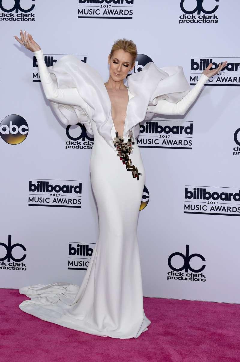 Certains fans ont reproché à Céline Dion d'être trop mince, mais que révèlent ses photos des années passées ?