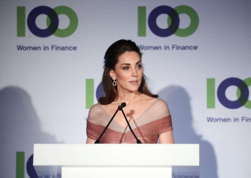 Da sogno! Kate Middleton incanta con un outfit davvero regale al London Gala