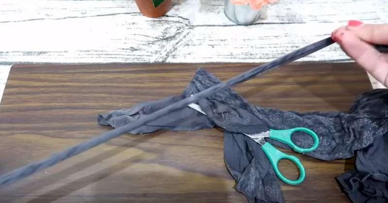 Не выбрасывайте старые колготки. Берите на заметку 11 отличных способов подарить им новую жизнь!Second usage of old tights