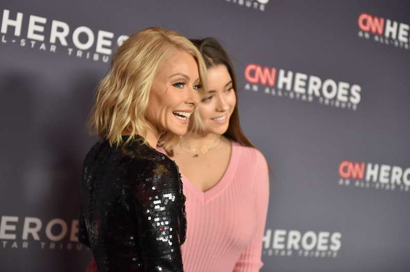Kelly Ripa Made A Rare Red Carpet Appearance With Her Stunning 17-Year-Old Daughter, Who Inherited Her SmileKelly Ripa Made A Rare Red Carpet Appearance With Her Stunning 17-Year-Old Daughter, Who Inherited Her SmileKelly Ripa Made A Rare Red Carpet Appearance With Her Stunning 17-Year-Old Daughter, Who Inherited Her Smile
