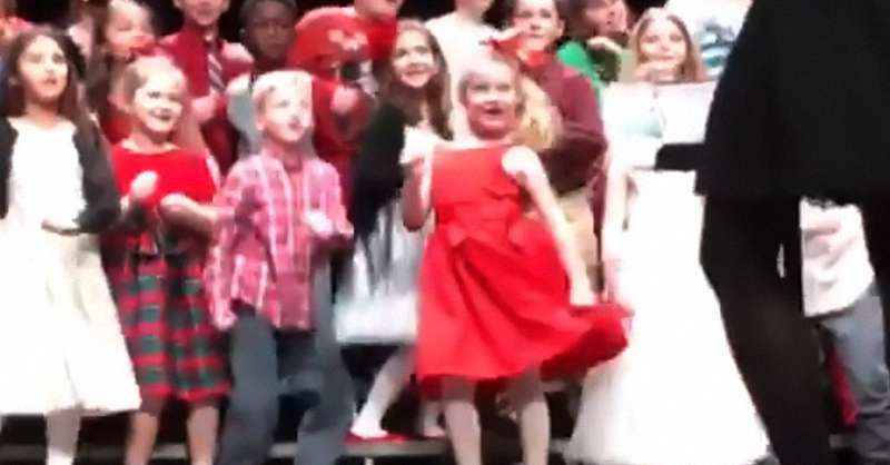 Dancing Queen! Mom Posts Adorable Video Of Her Daughter Stealing The Spotlight With Her Dance Moves During A Christmas PresentationDancing Queen! Mom Posts Adorable Video Of Her Daughter Stealing The Spotlight With Her Dance Moves During A Christmas PresentationDancing Queen! Mom Posts Adorable Video Of Her Daughter Stealing The Spotlight With Her Dance Moves During A Christmas PresentationDancing Queen! Mom Posts Adorable Video Of Her Daughter Stealing The Spotlight With Her Dance Moves During A Christmas Presentationdance