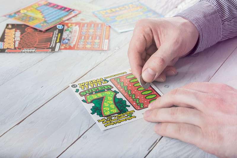 Super jackpot : un retraité apprend que sa femme est guérie du cancer, puis gagne un million de dollars au casino