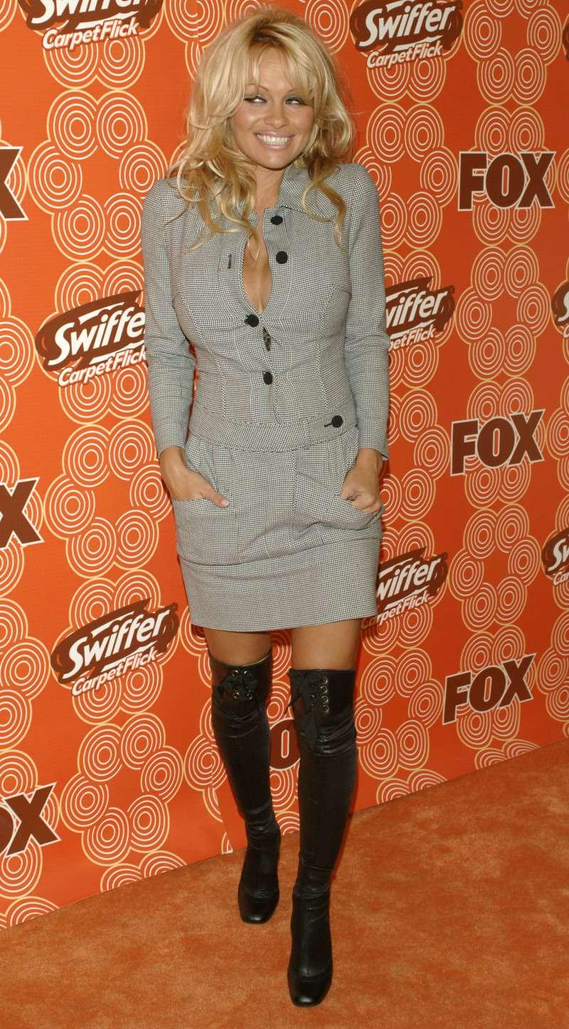 De chica atrevida de los 90 a dama elegante: así ha sido la evolución de estilo de Pamela Anderson 2005