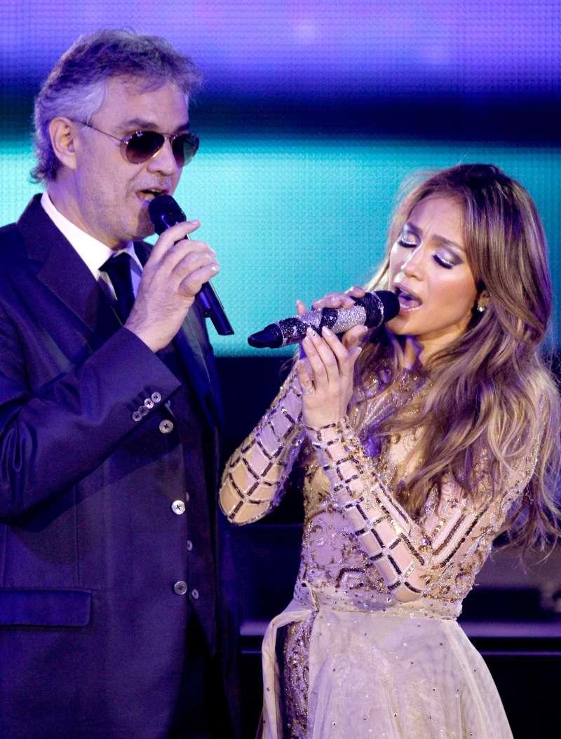 """Gänsehaut-würdig! Andrea Bocelli führt das Lied """"Quizas, Quizas, Quizas"""" zusammen mit Jennifer Lopez vor"""