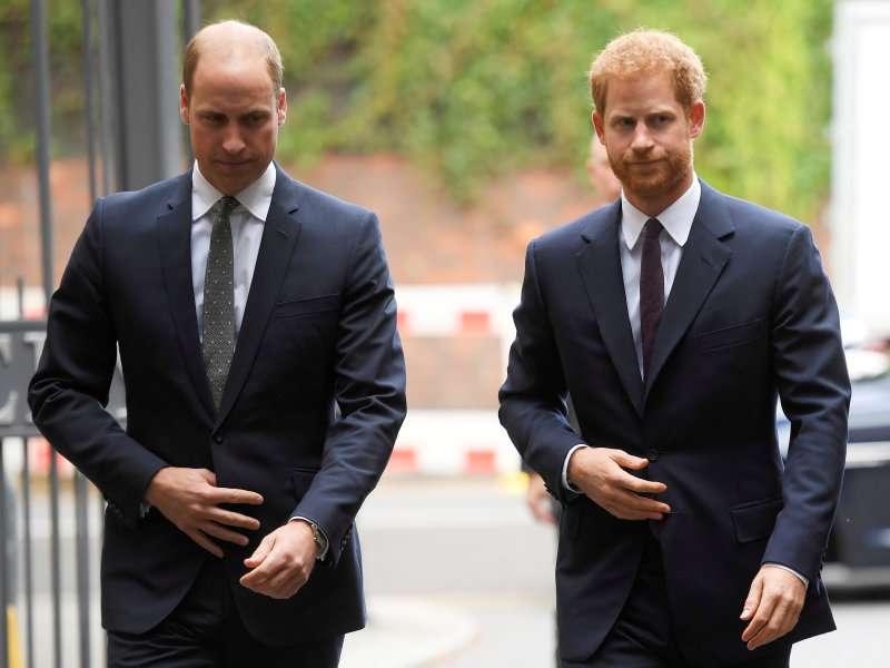 Prinz Harry bittet um einen privaten Moment mit einem 15-jährigen Jungen, der beim Reden über seinen Vater zusammenbricht
