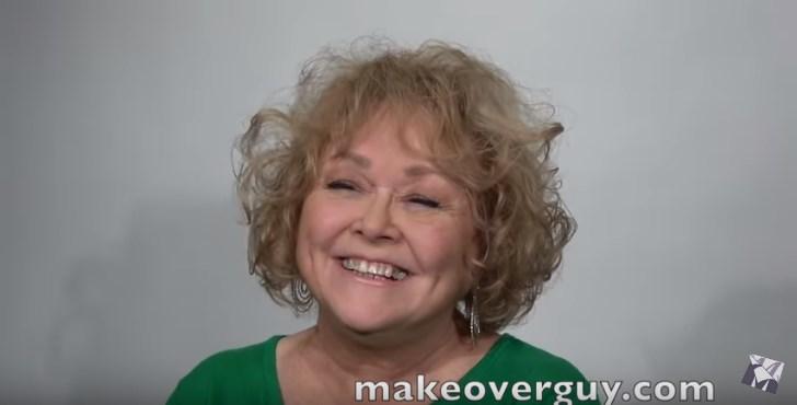 Uma transformação de cair o queixo! Um novo estilo de corte de cabelo fez esta mulher parecer 15 anos mais jovem