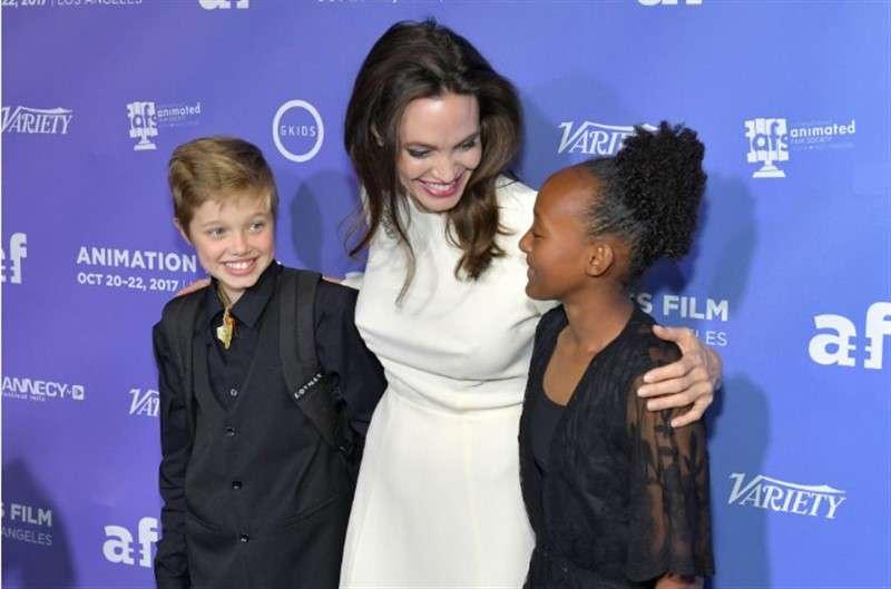 Shiloh dress pitt like a does boy jolie Angelina Jolie's