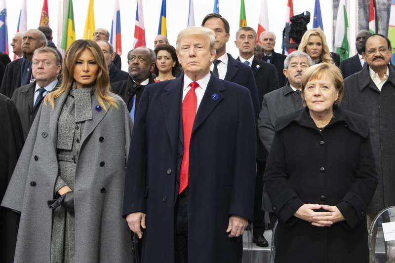 Мелания Трамп продемонстрировала отменный вкус, выбрав ультрамодное пальто в стиле оверсайзМелания Трамп продемонстрировала отменный вкус, выбрав ультрамодное пальто в стиле оверсайзМелания Трамп продемонстрировала отменный вкус, выбрав ультрамодное пальто в стиле оверсайз