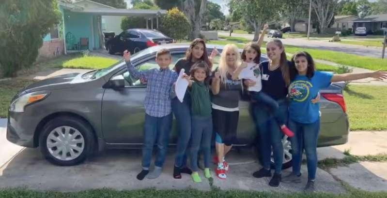 Joven de 20 años que quedó a cargo de sus 5 hermanos recibió una donación de más de 100.000 dólares
