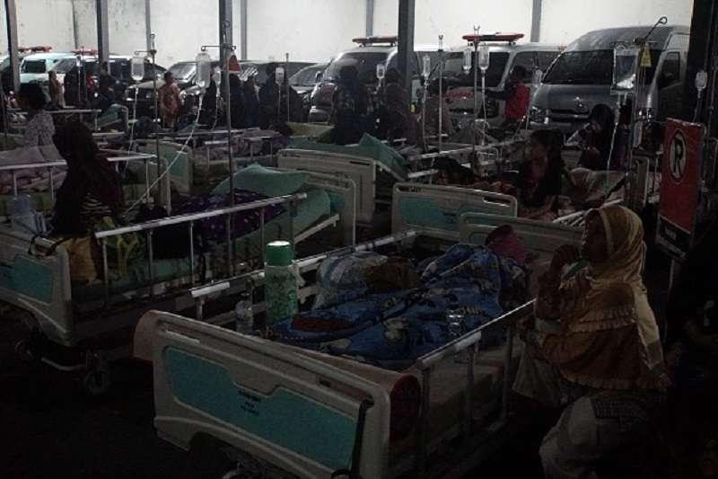 Novo tsunami: Vídeo mostra o momento exato em que as ruas da Indonésia se transformam em um rio selvagem em poucos segundosNovo tsunami: Vídeo mostra o momento exato em que as ruas da Indonésia se transformam em um rio selvagem em poucos segundos