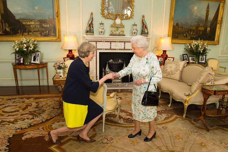 Queen Elizabeth's Favorite Handbag She's Had For 50 Yearsqueen handbag