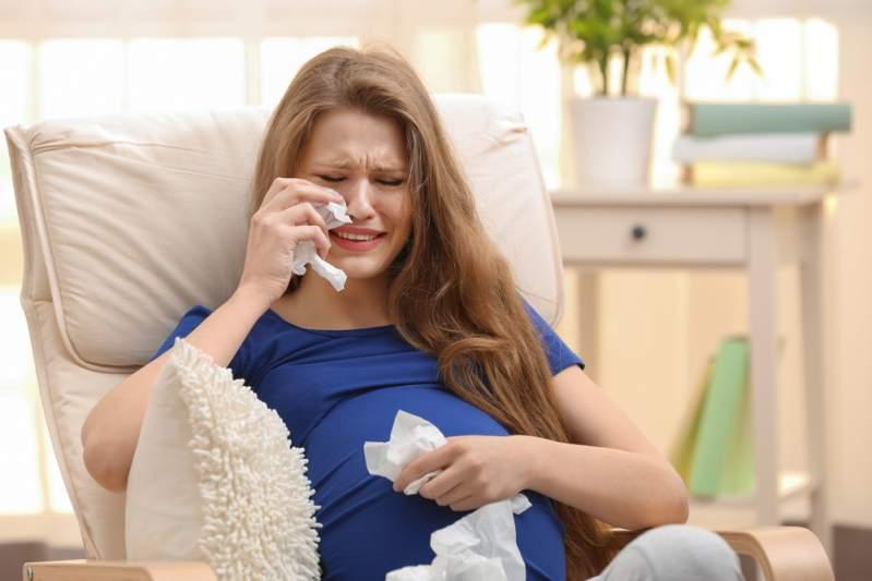 """""""Sbarazzatene!"""" Marito e figliastra le chiedono di abortire dopo che ha sofferto per 14 anni di infertilità"""