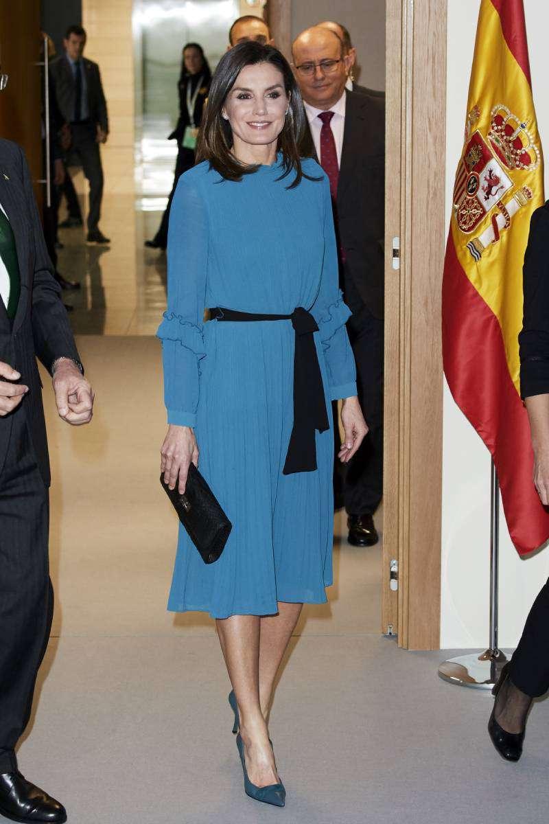 Мудрый гардероб! 5 вещей, которые обязательно должны быть в шкафу у женщин 45+Queen Letizia of Spain attends the Ibedrola Foundation Scholarships on January 31, 2019 in Madrid
