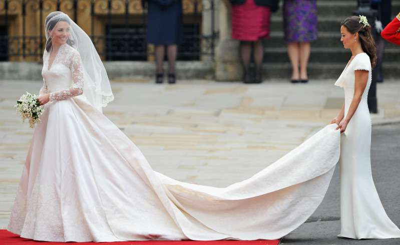 Abito con un segreto: il vestito da sposa di Kate Middleton nasconde un tributo simbolico