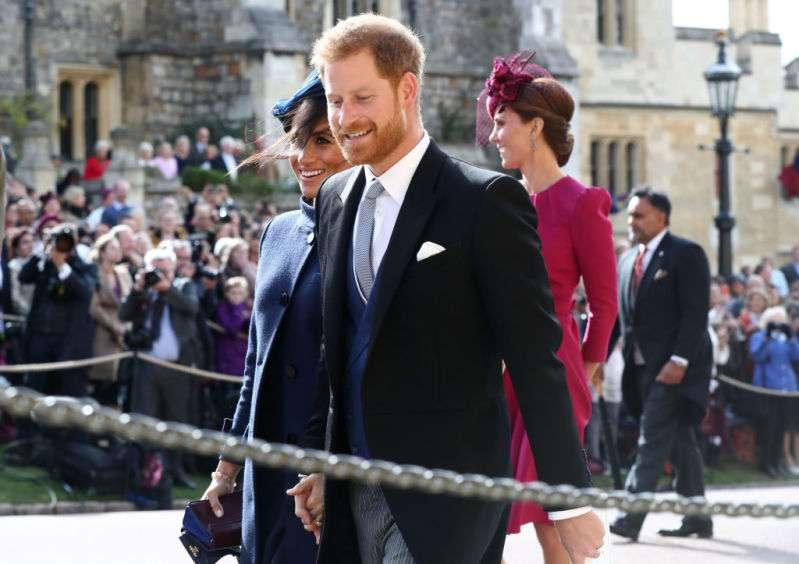Uau! Os paparazzi descobriram o custo da roupa de Meghan usada no casamento da Princesa Eugenie