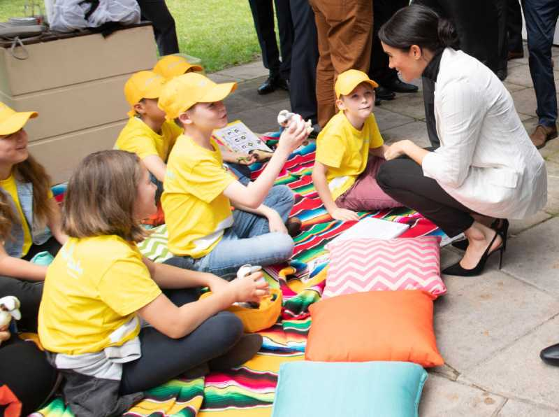 À sa manière : apparemment, Meghan Markle élèvera ses enfants différemment de Kate MiddletonMeghan, Duchess of Sussex chat to school children with Australian Prime Minister Scott Morrison at The Pavilion Restaurant