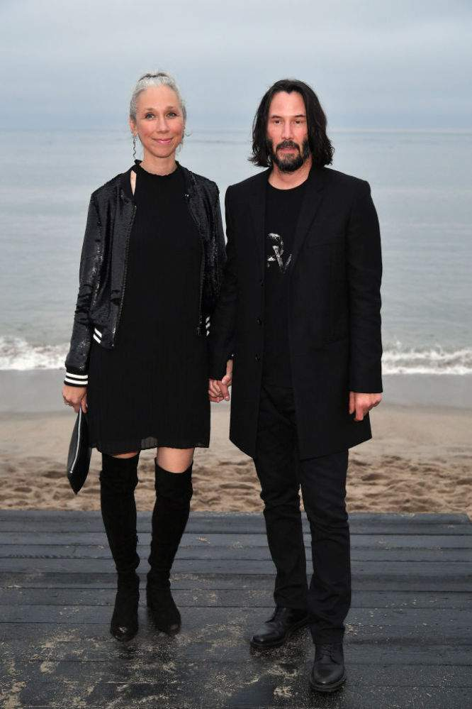 "Keanu Reeves' Silver-Headed Girlfriend Went Gray In Early 20's But Stopped Dying Her Hair: ""I Let My Hair Turn Blonde""Keanu Reeves' Silver-Headed Girlfriend Went Gray In Early 20's But Stopped Dying Her Hair: ""I Let My Hair Turn Blonde"""