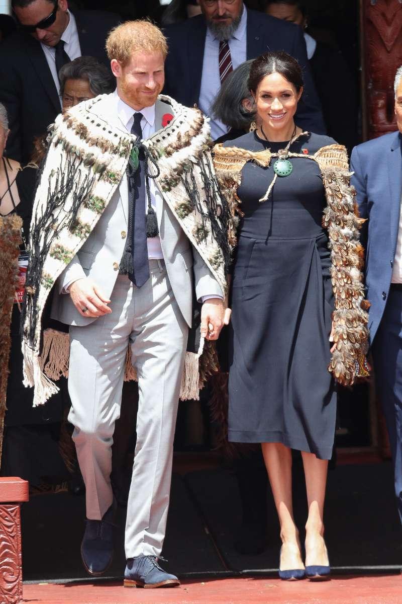 Meghan Markle incantevole in un abito da 3.500 euro di Stella McCartney nell'ultimo giorno del tour reale