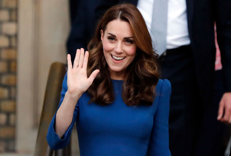 Regina degli accessori! La Duchessa Kate ha indossato una fascia per capelli più bizzarra che mai!